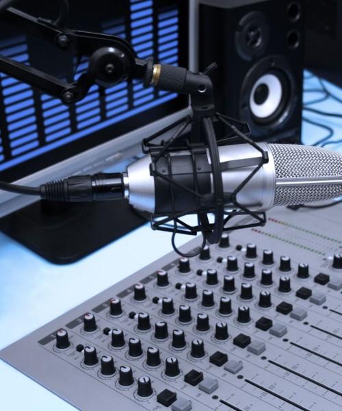 L'annunciatore, un mestiere che si sta perdendo La radio e la televisione sono nati con loro, da tempo sono fuori moda, tanto che i pochi annunciatori che sono rimasti in […]